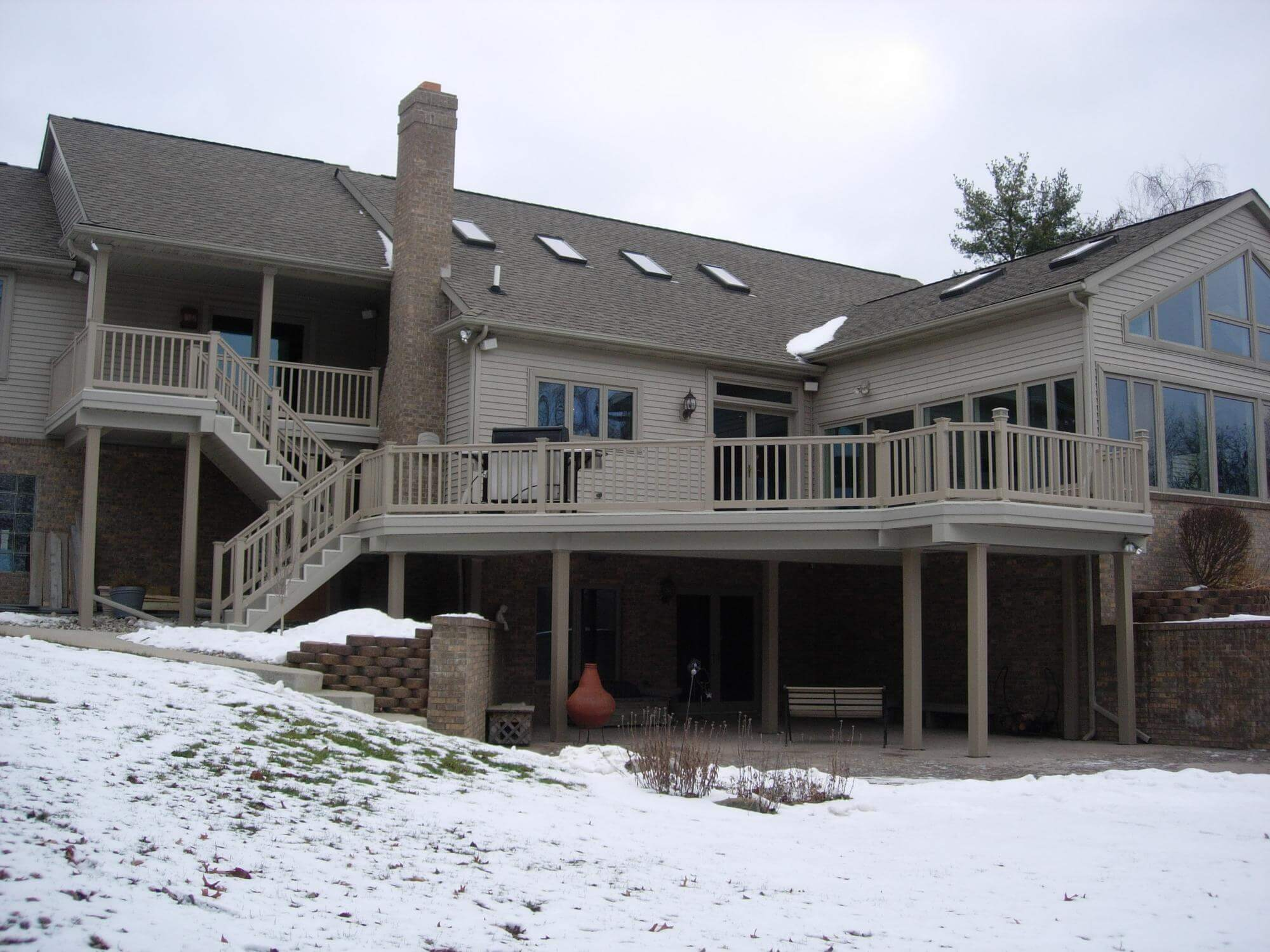 wahoo aluminum deck on a house with wahoo rail