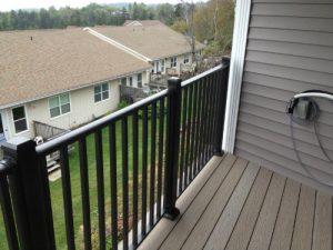 wahoo aluminum deck railing - multifamily decking image